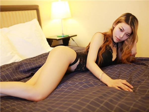 火辣魅惑内衣美女私房写真 黑色蕾丝给人致命诱惑