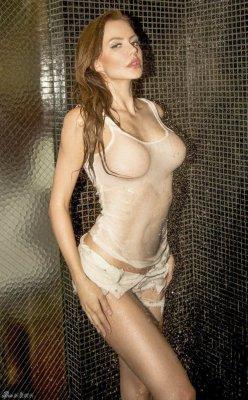 嫩模尤利娅-拉斯莫维奇浴室湿身诱惑搔首弄姿
