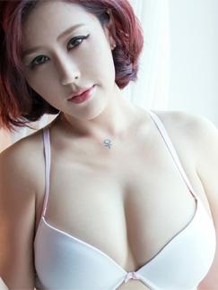 巨乳美女的诱惑 丰乳肥臀令人心跳加速
