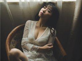 知性的女人性感巨乳写真极致的诱惑