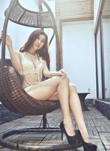 高冷美女内衣写真柳腰长腿吸引眼球