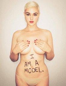 欧美模特狂晒自己的美照大码曲线