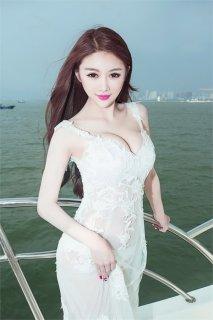 李馨诺的胸  大胸美女性感却不暴露
