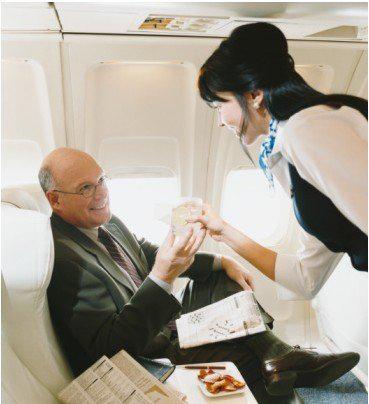 飞行途中怎么跟空姐搭讪