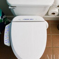 祛除卫生间里臭气的智能马桶