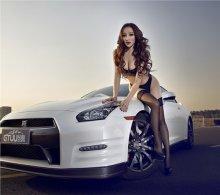 车模壁纸 车模图片名车前大秀性感身躯