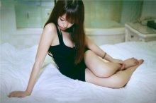 好身材的女人黑色吊带+性感长腿