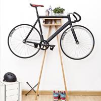 骑行爱好者家中自行车多功能车架