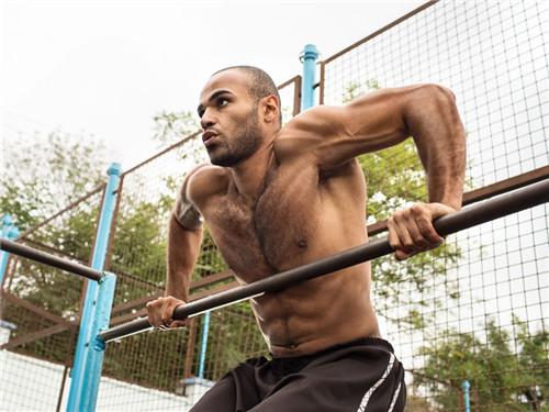 双杠臂屈伸的练习方法