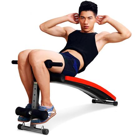 如何利用仰卧板做仰卧起坐