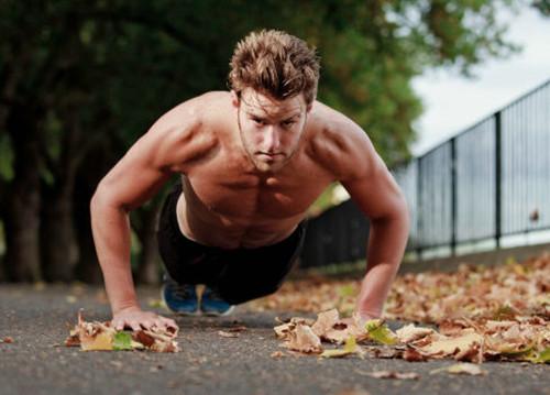 俯卧撑的呼吸方法及动作要领