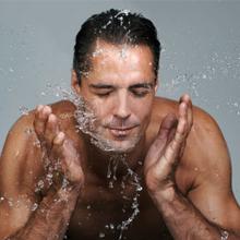 男人秋冬季肌肤干燥 教你全面防护