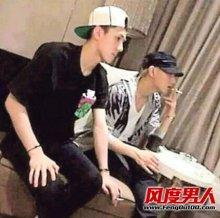 exo吸烟照 EXO黄子韬世勋吸烟照