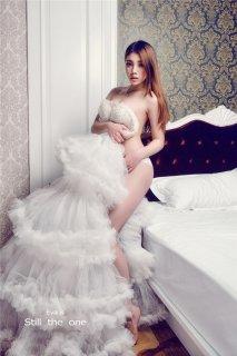 美女S型身材唯美的婚纱 让人浮想联翩