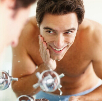 秋季天气干燥男人护肤要补水
