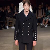 英国品牌Alexander McQueen 2016春夏款男装秀场