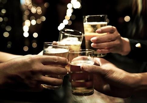 """男人喝酒时千万别吃这4种菜  担心""""兴尽悲来"""""""