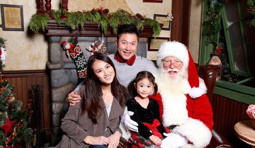 全家和圣诞老人的合照