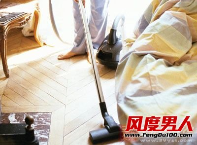 定期打扫室内卫生,常用吸尘器吸尘