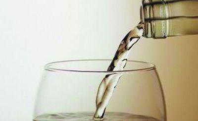 适量饮用的酒精饮料可以像其他食物那样给人体带来一定的健康效应