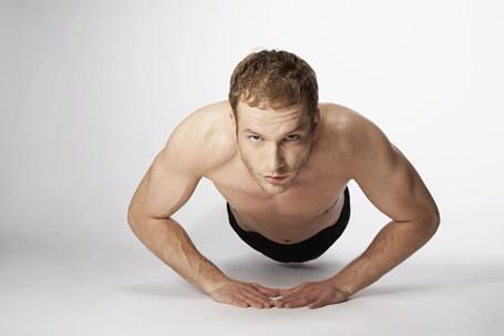 腰扭伤的症状 腰扭伤这么处理最好(2)