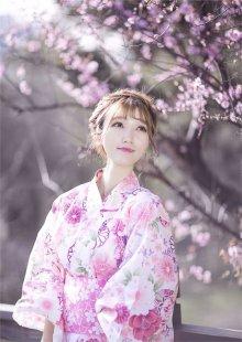 美艳日本少女樱花和服辉映很唯美