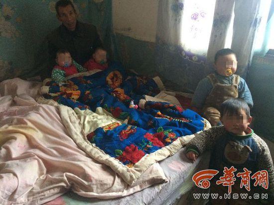 进入2016年以来,彬县境内已经下了两场雪,但比天气更让彬县男子乔某感到寒冷的是,他24岁的妻子刘某在新一年的第二天服毒自杀了,给他留下了4个嗷嗷待哺的孩子。