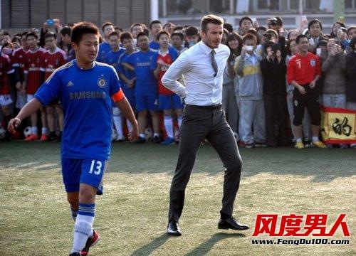 贝克汉姆中国行领带飘扬 平结打法尽显帅气