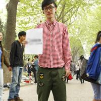中国潮流大学男生校园搭配街拍