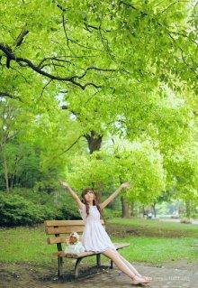 养眼小萝莉的清新森林写真