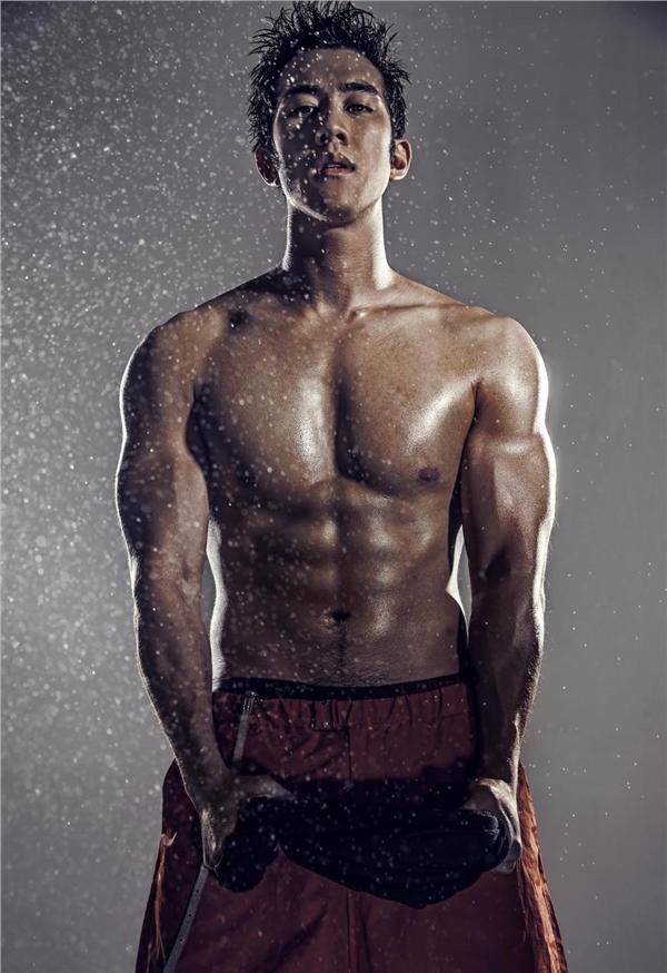 李治廷肌肉写真图片 性感半裸大秀八块腹肌