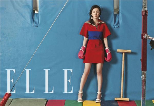 杨幂最新《ELLE》杂志封面图片 慵懒甜美中不失力量感