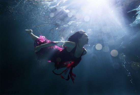 日本性感女星绫濑遥写真 轻纱海中畅游似美人鱼