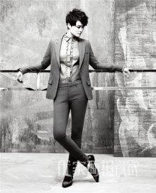 李宇春帅气写真 逆天大长腿抢镜