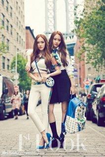 少女时代Jessica和(x)成员Krystal写真