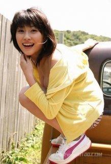 日本女星原干惠写真秀出美胸
